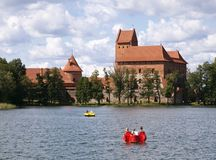замок около trakai vilnius Стоковая Фотография