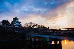 Замок Осака в Осака, Японии на сумерк Стоковое Фото