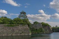 Замок Осака в солнечном дне Стоковые Изображения