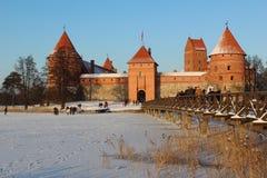 Замок острова Trakai в зиме Стоковая Фотография