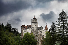Замок отрубей Дракула средневековый в Румынии стоковые изображения