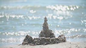 Замок песка около моря сток-видео