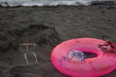 Замок песка, плавая стекла Перемещение или концепция каникул моря Жизнь пляжа Стоковая Фотография RF
