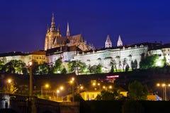 Замок Прага на ноче стоковая фотография rf
