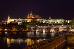 Замок Праги и мост Чарльза Стоковые Фото