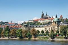Замок Праги и река Влтавы Стоковые Изображения