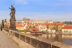 Замок Праги и река Valtava стоковое фото rf