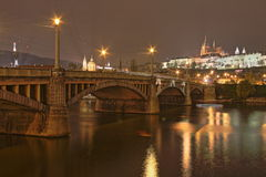 Замок Праги на ноче, чехии Стоковые Фото