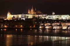 Замок Праги на ноче, чехии Стоковая Фотография