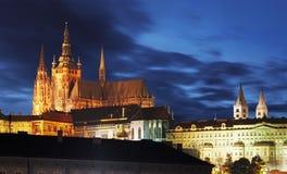 Замок Праги на сумерк - Чешской республике Стоковое Фото