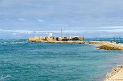 Замок Сан Sebastan со своим маяком в Кадис, Испании стоковая фотография