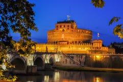 Замок святого ` Angelo на ноче, Рима Анджела Castel Sant, Италии стоковые изображения