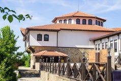 Замок - современная ферма в болгарском национальном стиле архитектуры Стоковая Фотография