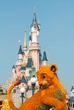 Замок спящей красавицы ДИСНЕЙЛЕНДА ПАРИЖА - 11-ое марта 2016 Стоковая Фотография RF