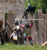 Замок средневекового выстрела в голову сражения атакуя Стоковые Изображения RF