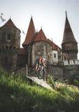 Замок с велосипедистом стоковая фотография rf