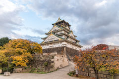 Замок с листьями осени, префектура Осака Осака, Япония, место всемирного наследия ЮНЕСКО Стоковое Изображение RF