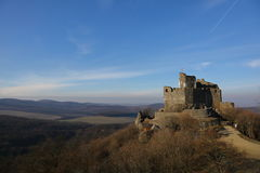 Замок тринадцатого века средневековый в Holloko, Венгрии, 3-ье января 2016 Стоковые Изображения