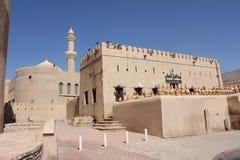 Замок форта Nizwa, взгляд от внешней стороны, Оман Стоковое Изображение