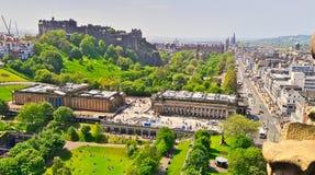 Замок Эдинбурга и принцы Улица, Шотландия, от холма Calton стоковые изображения