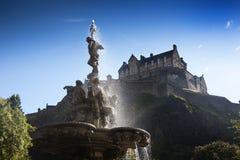 Замок Эдинбурга и фонтан Ross Стоковое фото RF