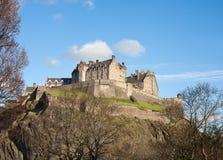 Замок Эдинбурга на солнечный день Стоковые Фотографии RF