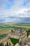 Замок Almodovar над зеленой долиной Стоковое Фото