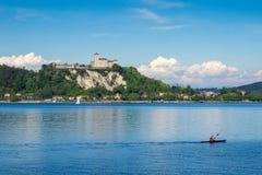 Замок Angera на озере Maggiore, Ломбардии, Италии Стоковое Изображение RF