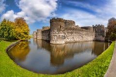 Замок Beaumaris в Anglesey, северном Уэльсе, Великобритании, серии Walesh рокирует стоковое фото rf