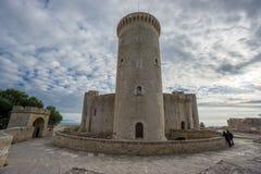 Замок Bellver в Майорке с башней, широкоформатным hdr Стоковое Изображение RF