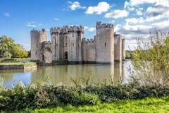 Замок Bodiam с водами рова стоковые изображения