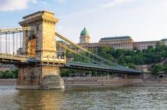 Замок Buda и цепной мост - Будапешт Стоковые Фотографии RF
