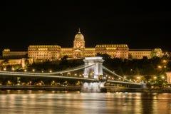 Замок Buda и цепной мост в Будапеште Стоковые Фото