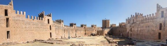 Замок Burgalimar, al-Hamma хоронити, деревня encina Ла Baños de, j стоковые изображения rf