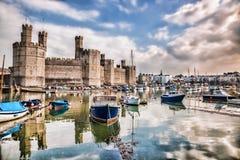 Замок Caernarfon в Уэльсе, Великобритании Стоковое Изображение RF