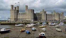 Замок Caernarfon, Уэльс, Великобритания стоковое фото rf