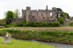 Замок Carmarthenshire Уэльс Laugharne стоковая фотография