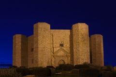 Замок Castel del monte известный построил Frederik II Apulia стоковые фотографии rf