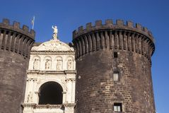 Замок Castel Nuovo новый, Неаполь, Италия Стоковые Фотографии RF