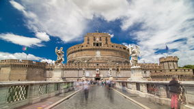 Замок Castel Sant Angelo и мост Ponte Sant Angelo над hyperlapse timelapse реки Тибра, Рим Анджела Святого сток-видео