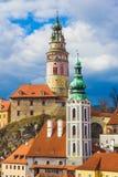 Замок Cesky Krumlov с драматическим бурным небом, чехией Стоковые Фото