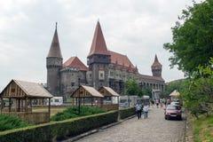 Замок Corvin (замок Corvinesti или Hunyadi) стоковые изображения