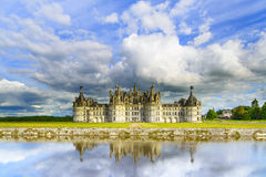 Замок de Chambord, замок ЮНЕСКО средневековый французский и отражение. Луара, Франция Стоковое Изображение RF