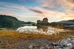 замок donan eilean Шотландия Стоковые Изображения