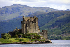 замок donan eilean Шотландия Стоковые Изображения RF