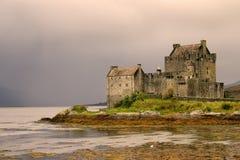 замок donan eileen Шотландия Стоковые Фотографии RF