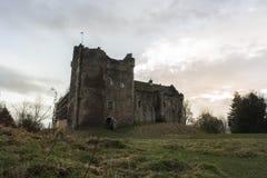 Замок Doune на заходе солнца Стоковая Фотография RF
