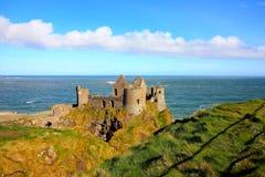 Замок Dunluce, Ирландия стоковые изображения