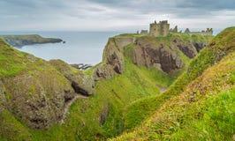 Замок Dunnottar, около Stonehaven, Шотландия Стоковые Изображения RF