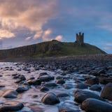 Замок Dunstanburgh в Нортумберленде Стоковое фото RF